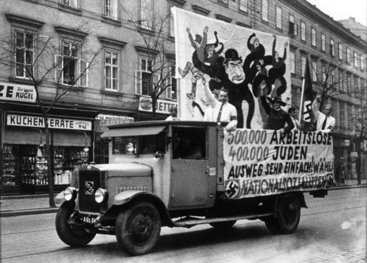 Wahlwerbung Der NSDAP Zur Wiener Landtags  Und Gemeinderatswahl Am 24.  April 1932. Fotografie, Österreichische Nationalbibliothek. »
